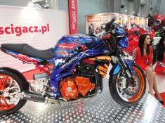 scigacz pl laski hostessy stoisko wystawa motocykli 2013