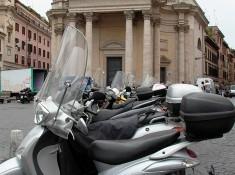 skutery w rzymie