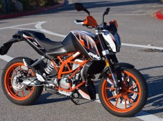 2016-KTM-390-Duke-Test-Review-right-profile