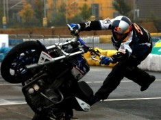 BMW wheelie Pfeiffer stunt rider