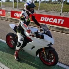 Ducati Supersport S Bartek przed wjazdem na tor z