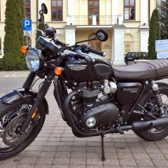 Triumph Bonneville T120Black 01 lewy bok z