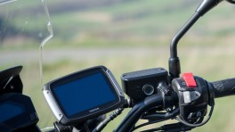 Nawigacja motocyklowa czy smartfon w obudowie?