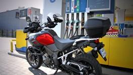 Ile przejedziesz motocyklem na 10 litrach paliwa?