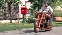 Ekologiczny motocykl wykonany z drewna