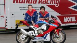 John McGuinness i Guy Martin na motocyklach CBR1000RR Fireblade SP2 w barwach zespołu marzeń Honda