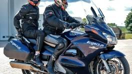 Jak jeździć na motocyklu z pasażerem: 7 podstawowych metod na poprawę bezpieczeństwa