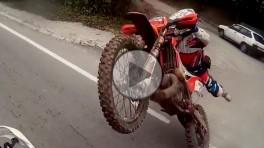 Spektakularna gleba na motocyklu crossowym