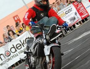 Drift motocyklowy w wykonaniu Stuntera
