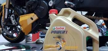 Motocyklowy olej silnikowy: co oznaczają symbole na etykiecie