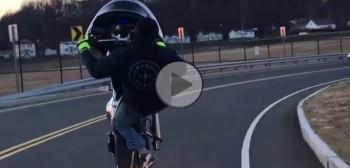 Stunt na motocyklu Harley-Davidson