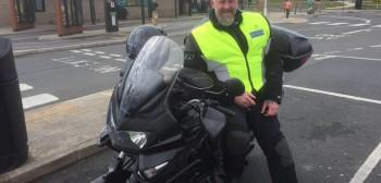 Kask niebezpieczny, burka już nie - nieprzyjemna przygoda motocyklisty na stacji paliw