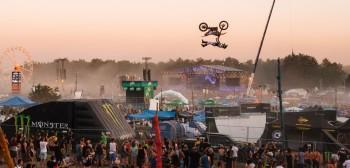 Motocyklowi akrobaci z Freestyle Family wystąpili na Pol'and'Rock Festiwal