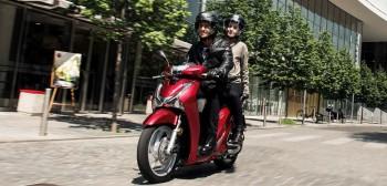 Dominacja dużych kół - zaskakujące wyniki sprzedaży skuterów we Włoszech