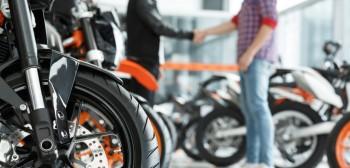 Umowa kupna sprzedaży motocykla [wzór, porady jak napisać]