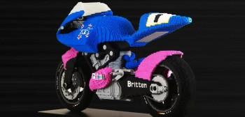Zbudował motocykl z klocków Lego! To się nazywa zadanie na czas kwarantanny! [FILM]