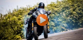 Yamaha Niken Turbo 200 KM. Na pokładzie Sarah Lezito! [STUNT]