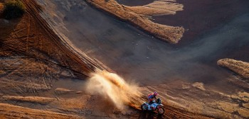 Dakar 2021: wyniki dziewiątego etapu. Maciek Giemza kontuzjowany, kamienie dają mocno w kość wszystkim [VIDEO]