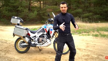 Co mają motocykliści pod kombinezonem? Bez pocenia w dzień i gazet pod spód wieczorem Brubeck Cooler
