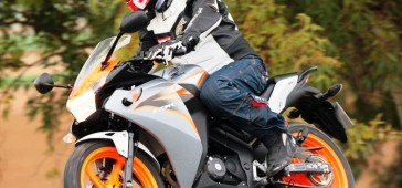 gallery/publikacje/2015/Jak_ubrac_sie_na_lekki_motocykl_i_skuter/_Honda_CBR125_2011_akcja_z.jpg