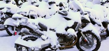 gallery/publikacje/2016/Utul_swoj_motocykl_do_zimowego_snu_w_60_minut/_Idzie_zima_z.jpg