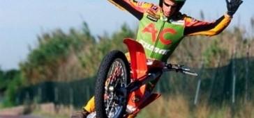 gallery/publikacje/AC_Farias_zywa_legenda_stuntu/KTM_450.jpg