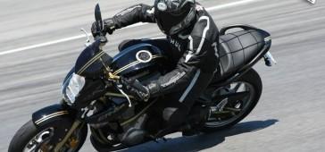 gallery/publikacje/Pierwszy_motocykl_najlepsze_pomysly/Kawasaki_ER6_czarny_na_torze.jpg