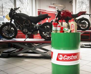 Warsztat motocyklowy castrol fot Lukasz Widziszowski z