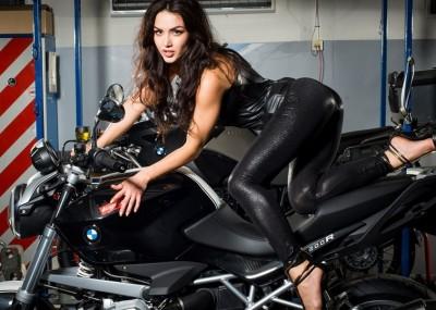 Kobieca sesja na motocyklach BMW - kalendarz Ścigacz.pl