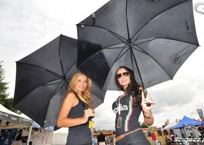 Gorące hostessy na torze w Moskwie - laski z SBK w obiektywie