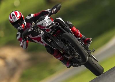 Nicky Hayden ujeżdża Ducati Hypermotard 2013
