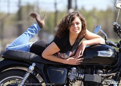 Marta i Bonneville - triumf kobiety nad motocyklem?