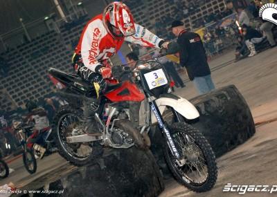 Motocykle w hali  Atlas Arena dla Wielkiej Orkiestry