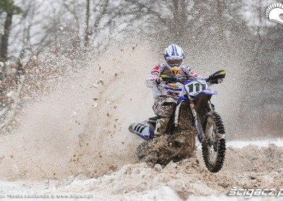 Yamaha YZ450F - jazda motocyklem w śniegu