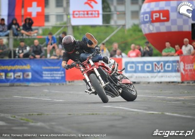 Ewolucje na motocyklach podczas Stunt Grand Prix 2012 - zdjęcia z bydgoszczy