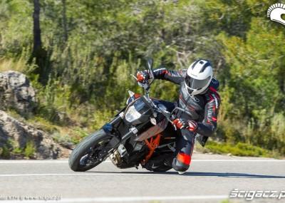 KTM szaleje na zakrętach - 690 Duke 2014 okiem fotografa