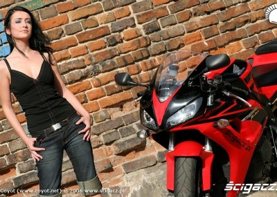 Honda CBR 1000 RR vs Kawasaki ZX 10 R