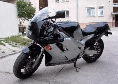 FZR 1000 stara