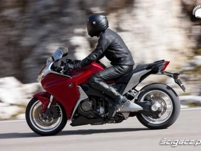 2010 Honda VFR1200F 11