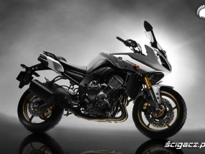 Yamaha Fazer8 prawy profil
