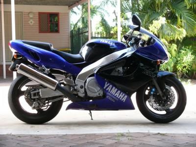 prawy bok Yamaha YZF100R Thundarace