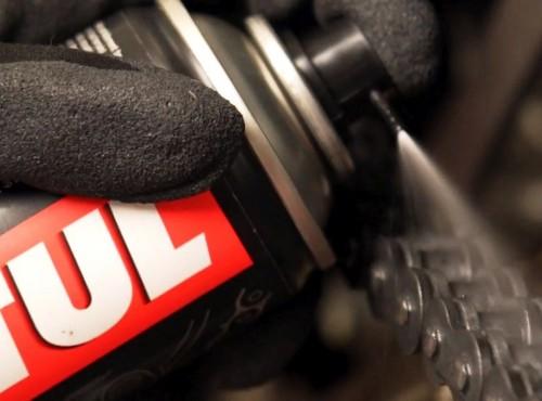 Smar lub spray do łańcucha motocyklowego - Motul C1, C2, C2+, C3, C4 - czym się różnią?