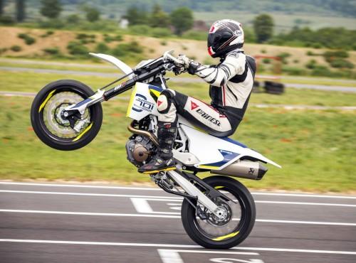Husqvarna 701 Supermoto i Enduro - jeden motocykl, dwa światy