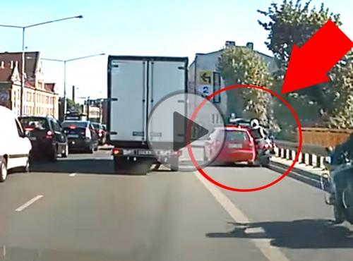 Wymusił motocykliście, zobacz, na kogo trafił - natychmiastowa karma w Łodzi