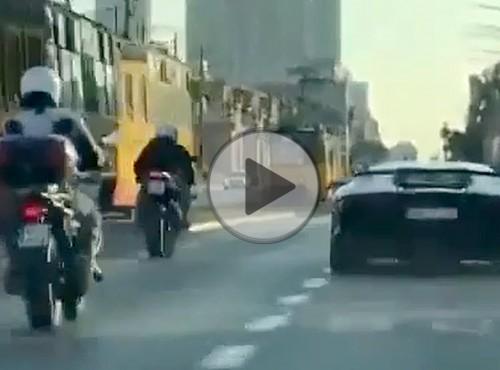 Nielegalne wyścigi w Warszawie - próbował motocyklem dogonić Lamborghini Aventadora SV 750hp