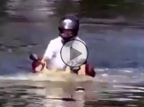 Podwodny motocykl przeciwpowodziowy
