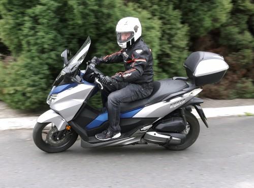 Honda Forza 125 - tłusto wyceniony wzór dla konkurencji