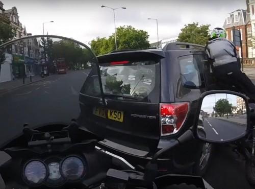 Polak ofiarą koszmarnego wymuszenia w UK - onboard z drugiego motocykla