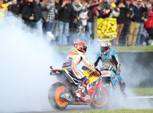 Walka do ostatnich centymetrów wyścigu w Australii. Marquez 12 pozycji nad Dovizioso
