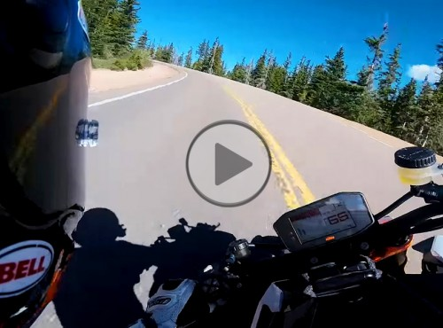 Rekordowy przejazd na Pikes Peak - 10 minut czystej adrenaliny